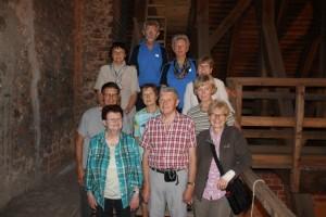 (03) Die Gruppe im Dachgeschoß der Kirche